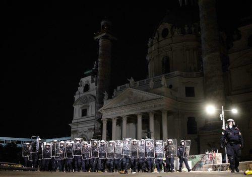 Aufgrund der Sperrstunden weichen Partygänger in die öffentlichen Räume aus. Am Samstag eskalierte die Situation in Wien. APA