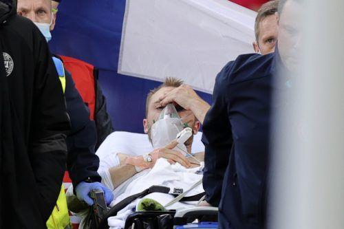 Beim Abtransport aus dem Stadion war Christian Erikson wieder wach und wurde zu Untersuchungen ins Krankenhaus gebracht.