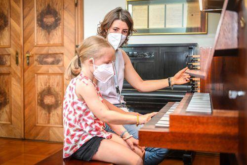 Beim Tag der offenen Tür konnte man auch Instrumente ausprobieren.u. Mittelberger