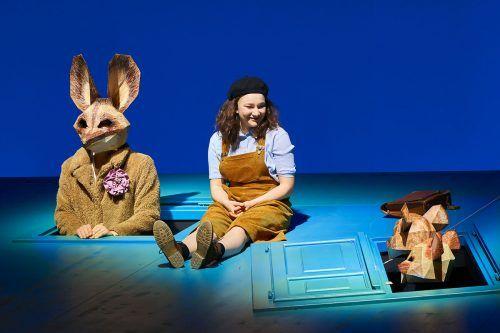 Bérénice Hebenstreit inszenierte den wiederentdeckten Stoff als berührendes Theatererlebnis für die ganze Familie am Landestheater. A. Köhler