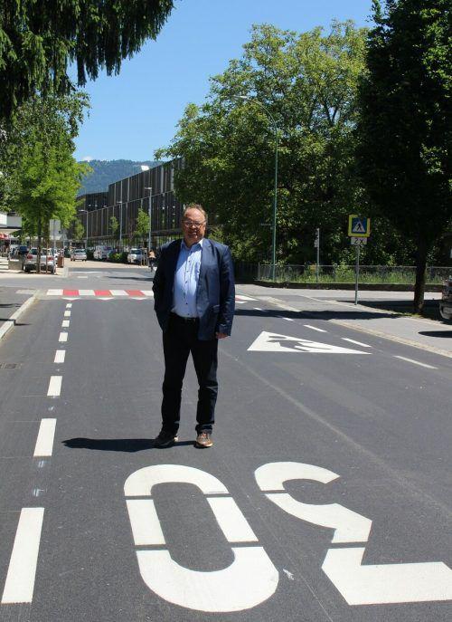 Besonders auffällig sind die Markierungen in der Karl-Höll-Straße. Hier wurde im Zuge der Lutz-Erweiterung auch die Straße neu gestaltet. stp/2