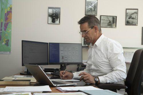 Bürgermeister Böhler möchte sich lieber der Zukunft widmen. VN/Paulitsch