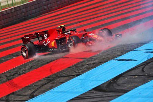 Carlos Sainz Junior auf Abwegen. Die Ferraris drehten in Le Castellet am ersten Trainingstag keine Runde, die für die Top Ten ausreichte.GEPA