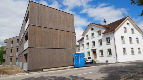 Das Arkenhaus – besser bekannt als Armenhaus – stand jahrelang leer.Zwölf Wohnungen sind nun im sanierten Gebäude und im angrenzenden Neubau entstanden.EGLE