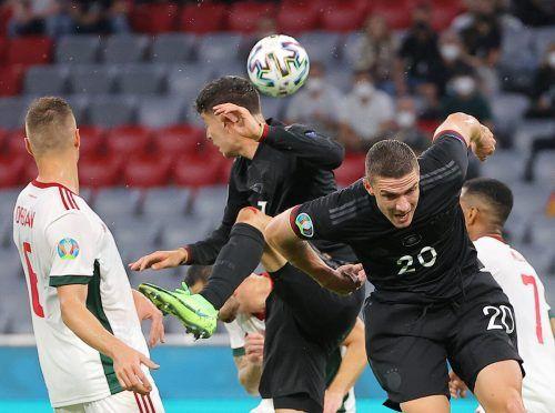 Das deutsche Duo Kai Havertz und Robin Gosens will auch gegen England die Lufthoheit behalten.gepa