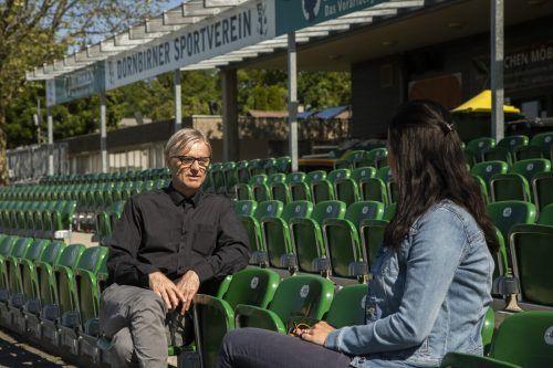 Das Gespräch mit Abstand mit Wolfgang Preuß auf der Tribüne des Dornbirner Sportvereins. Dort ist er nun Sponsor und Veranstalter.