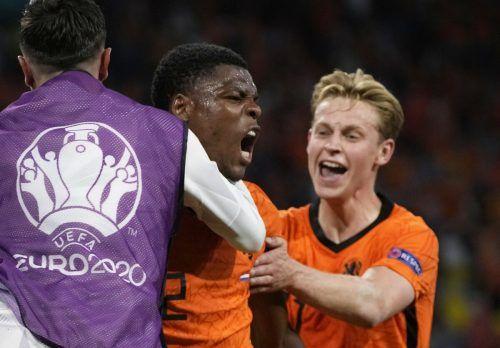 Denzel Dumfries (M.) erzielte den entscheidenden Treffer zum 3:2 für die Niederlande über die Ukraine.reuters