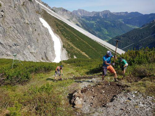 Der Böse Tritt, der zum Lünersee hinaufführt, wurde von den Wegewarten des Alpenvereins Vorarlberg neu trassiert und ist nun wieder frei begehbar.