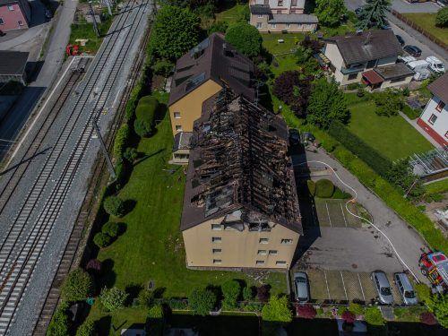 Der Brand hat den Dachstuhl völlig zerstört. VN/STEURER