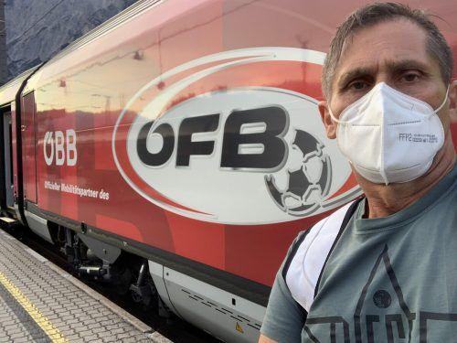 Der Fußballbund als sichtbarer Begleiter auf der Heimreise.VN