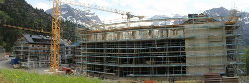 """Der letzte Trakt des Projekts """"The Heimat"""" in der Schröckener Parzelle Nesslegg steht vor der Dachgleiche – insgesamt entstehen rund 400 neue Betten."""