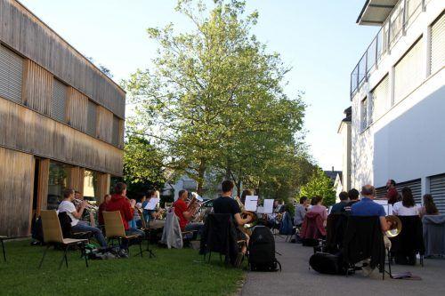 Der Musikverein Hörbranz probt jeden Dienstag vor dem Vereinslokal.
