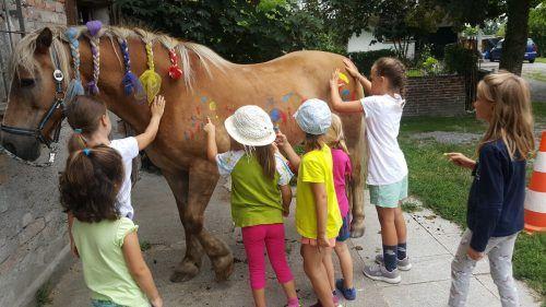 Der School's-out-Kalender bietet rund 80 Veranstaltungen, auch junge Tierfreunde kommen auf ihre Kosten.Gemeinde