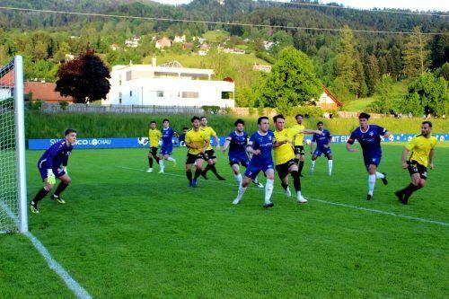 Der SV typico Lochau gegen den ECO-Park FC Hörbranz im Leiblachtal-Derby. Beide Mannschaften haben in den kommenden Wochen noch viel vor.bms