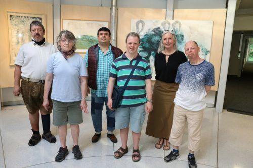 Die ausstellenden Künstler Bernhard Amann, Irmgard Welte, Savas Kilinc, Lukas Moll, Christine Lingg und Hans Krois. cb