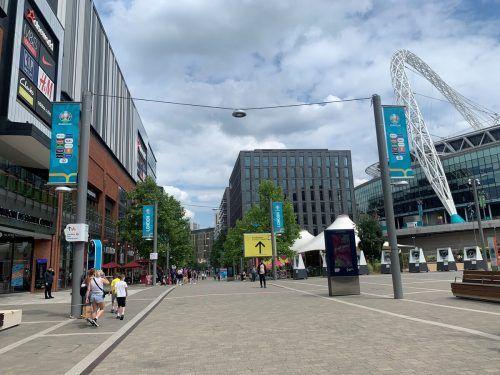 Die City in der Metropole mit der Fußballkathedrale (rechts).VN