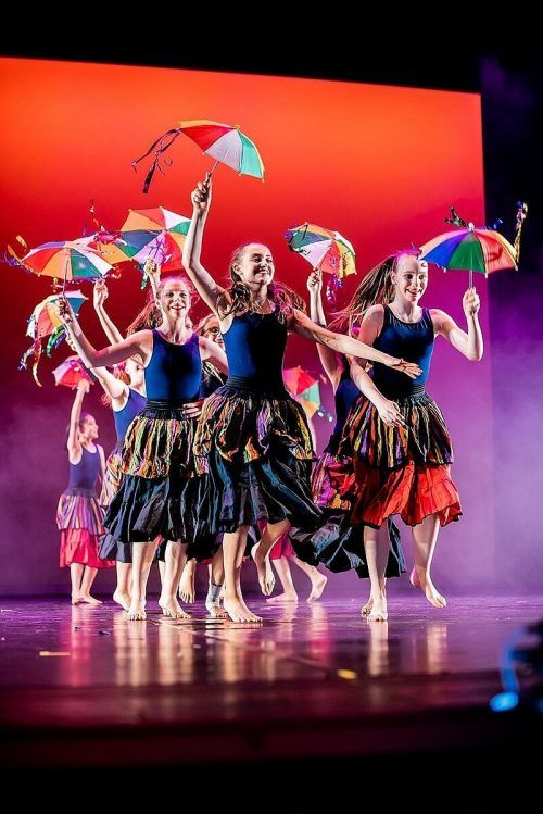 Die Dance Art Company lädt zur tänzerischen Zeitreise durch 100 Jahre.Dance Art