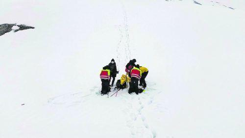 Die deutschen Wanderer wurden beim Karenfeld (l.) aufgefunden, die Schweizer Familie beim Letzitobel.Bergrettung Schruns-Tschagguns