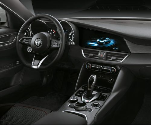 Die digitalen Informationselemente stehen in Alfa-Cockpits grundsätzlich nicht plakativ im Vordergrund.