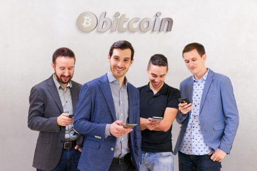 Die Fusonic-Gründer Alexander Troy, Matthias Burtscher, Rene Ponudic und David Roth sind Fans der Digitalwährung Bitcoin. fusonic