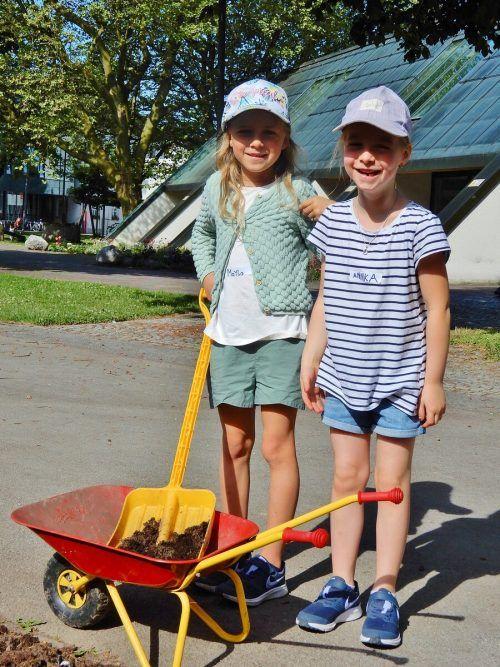 Die jungen Gärtner halfen im Kulturhauspark fleißg mit.