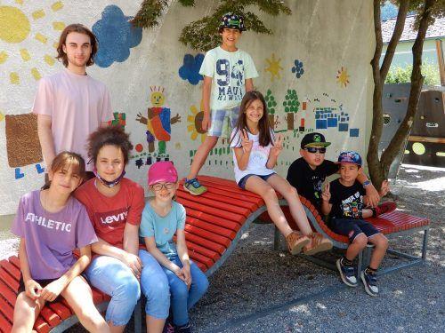 Die Kinder der VS Leopold lieben ihren Zivi Nikola Tudja, der immer ein offenes Ohr für seine Schützlinge hat. cth (2)