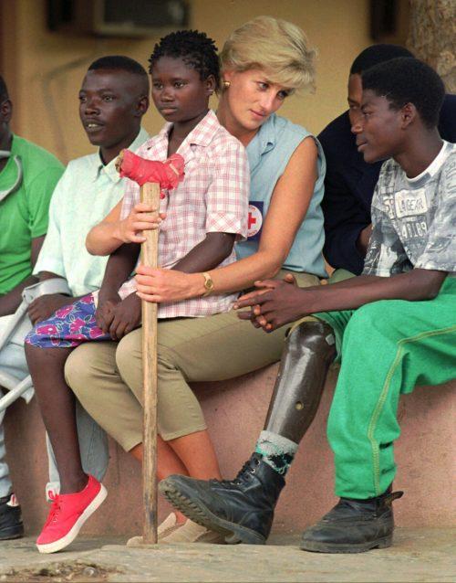 Die Königin der Herzen im Jänner 1997 in Angola: Morgen, Donnerstag, wäre Diana 60 Jahre alt geworden. AP