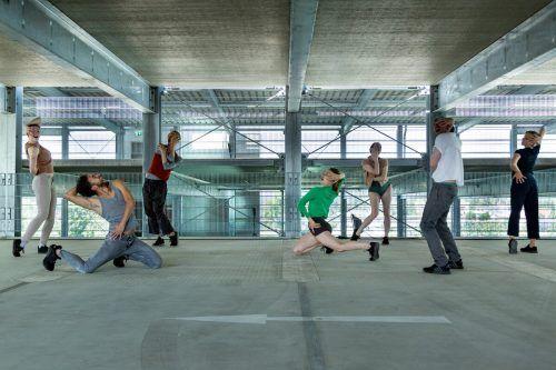 """Die Künstler von Liquid Loft mit """"Stand Alones"""".spielboden"""