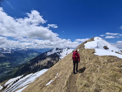 Die letzten paar Meter zum Gipfel hoch gehen leicht.