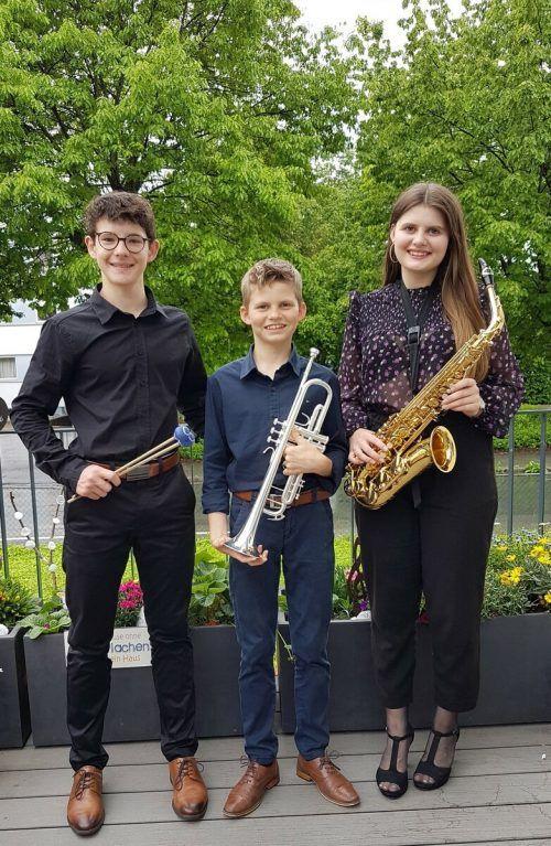 Die Lochauer Jungmusikanten David Nussbaumer, Samuel Schmid und Jana Schmid als stolze Preisträger beim Bundeswettbewerb Prima la musica in Salzburg.bms