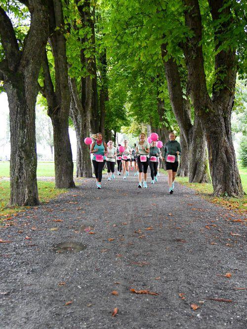 Die Salomon-Ladys aus dem vergangenen Jahr hatten trotz abgespeckter Frauenlauf-Version ihren Spaß an der Veranstaltung. VN/Lerch