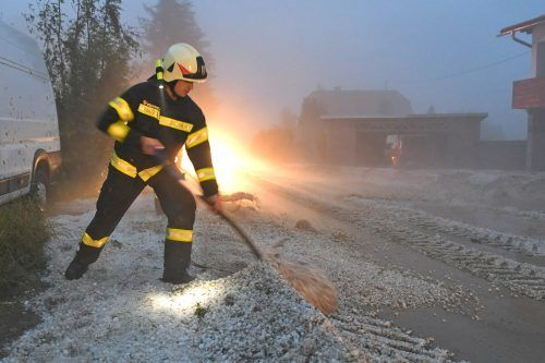 Die schweren Unwetter haben zu zahlreichen Feuerwehreinsätzen geführt. APA