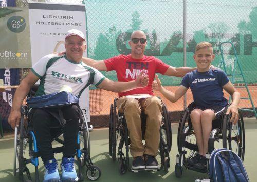 Die Sieger im Doppel: Gerhard Schuster (links) und Maxi Taucher (rechts) mit dem Vorarlberger Top-Spieler Thomas Flax.mima