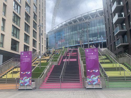 Die Stufen zur Fußball-Kathedrale Wembley-Stadium.VN