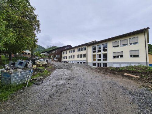 Die Umbau- und Sanierungsarbeiten an der Volksschule und dem Kindergarten in Tschagguns gehen in den Sommermonaten weiter. Die Kindergartengruppen können bereits Mitte Juni in die neuen Räumlichkeiten einziehen. VN/JUN