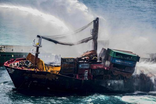 """Die """"X-Press Pearl"""" transportierte unter anderem 25 Tonnen Salpetersäure. SAF"""