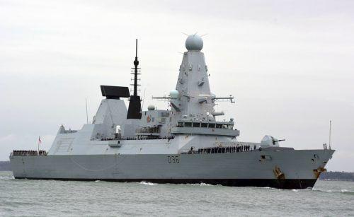 """Dieses Bild vom März 2020 zeigt die """"HMS Defender"""" im Hafen von Portsmouth in England. PA/AP"""