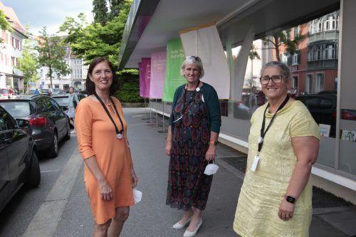 Elisabeth Tschann (l.), IfS-Chefin Martina Gasser und Vahide Aydin.