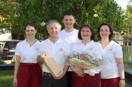 Elisabeth und Anton Fink verabschiedeten sich im Kreis der Familie in die wohlverdiente Pension.chf