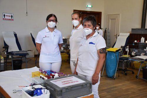 Engagiertes Team des Blutspendedienstes und des Roten Kreuzes.