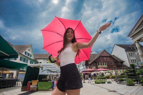 Ab Dienstag dürfte auch Nina aus Höchst wieder häufiger mit Schirm unterwegs sein.