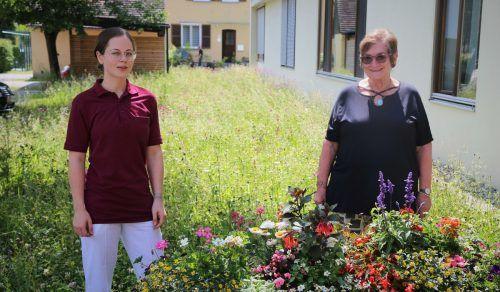 Für Bewohnerin Heidi Türtscher (r.) ist das Haus Nofels wie eine kleine Familie. Uysal