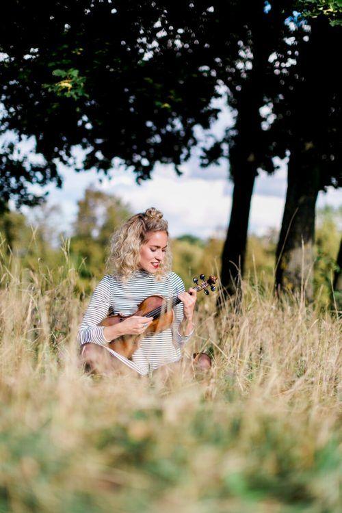 """Geigerin Julia Lacherstorfer begibt sich in """"Die Spinnerin"""" auf die Suche nach der weiblichen Perspektive in der volksmusikalischen Landschaft.Pewal"""