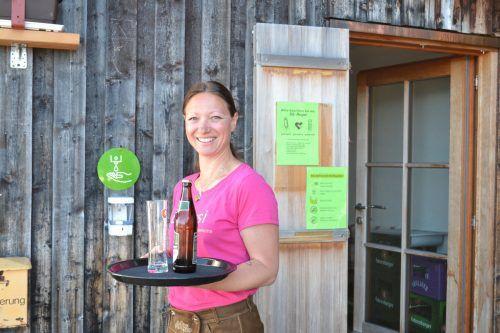 Gudrun ist im Service tätig und sehr auf die Zufriedenheit der Gäste bedacht.