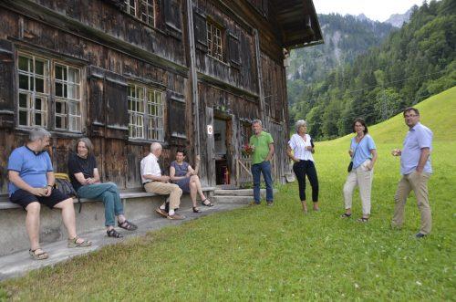 Im Anschluss an den Vortrag von Barbara Keiler tauschten sich die Teilnehmer aus.DOB