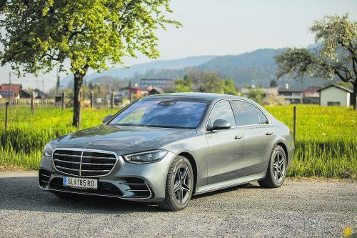 Imposante Vorstellung: Die neue Mercedes-S-Klasse demonstriert in der Langversion den herrschaftlichen Anspruch. Vn/paulitsch