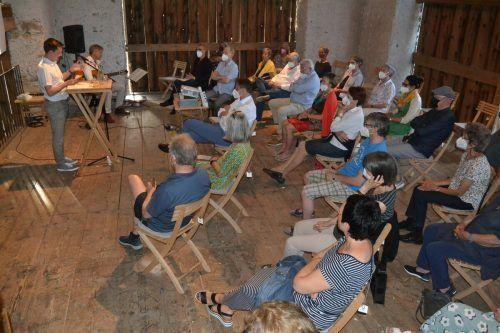 Interessierte Bürger hörten sich den Impulsvortrag in der Nenzinger Artenne an. Die aktuelle Ausstellung ist noch bis 11. Juli zu sehen.EM