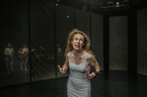 """Isabella Jeschke in """"Lonely Ballads EINS"""". vn/rp"""