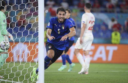 Italiens Manuel Locatelli traf gegen die Schweiz im Doppelpack und führte sein Team ins Achtelfinale.ap