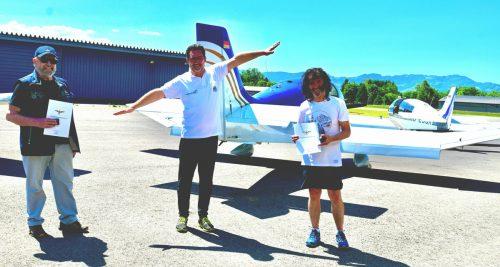 Joe Firtsche (rechts) wurde von Andreas Seeburger im Auftrag des Bundesvorstands des österreichischen Aeroclubs ausgezeichnet.SDH